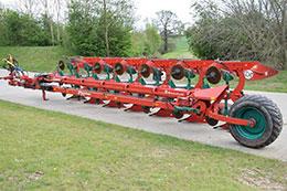 KVERNELAND PB100 7 furrow auto-reset plough