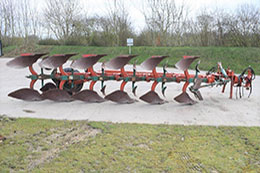 KVERNELAND PS100 6 furrow semi-mounted auto-reset plough